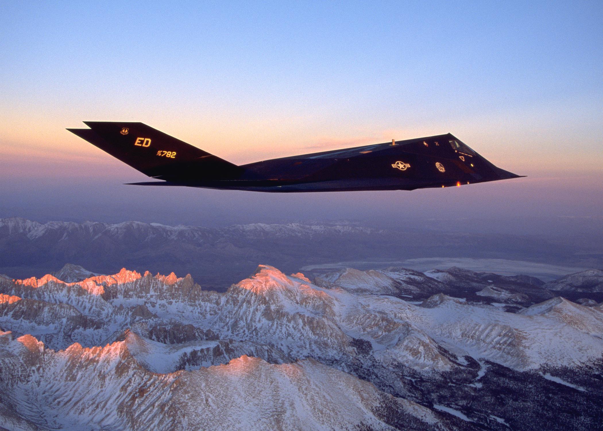 F 117 Nighthawk At Night MY FAVOURITE AEROPLANE...