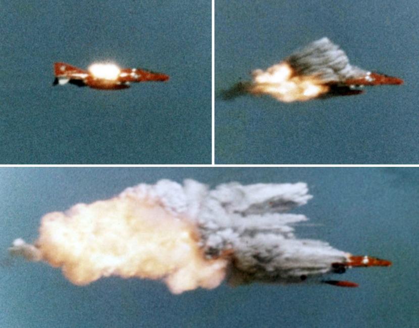 AIM-9_hitting_QF-4B_at_Point_Mugu_1974