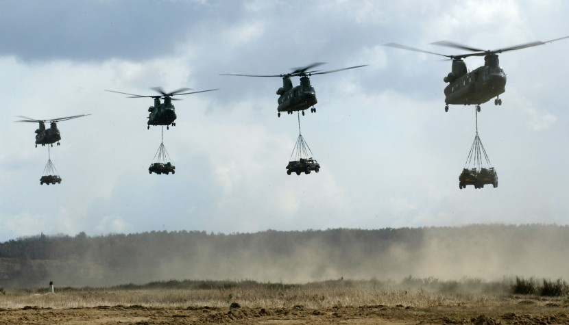 chinooks-in-flight