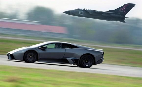 2010-Lamborghini-Reventon-vs-Panavia-Tornado-Jet-Fighter-580