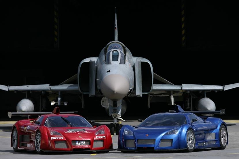 2_Apollos_Prototype_with_F-4_Phantom