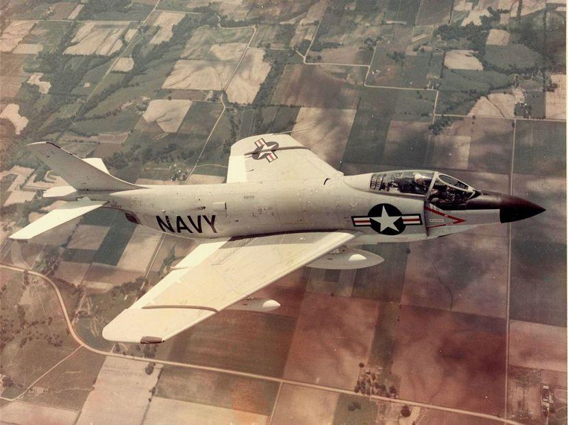 1024px-McDonnell_F3H-2N_Demon_in_flight_in_1956
