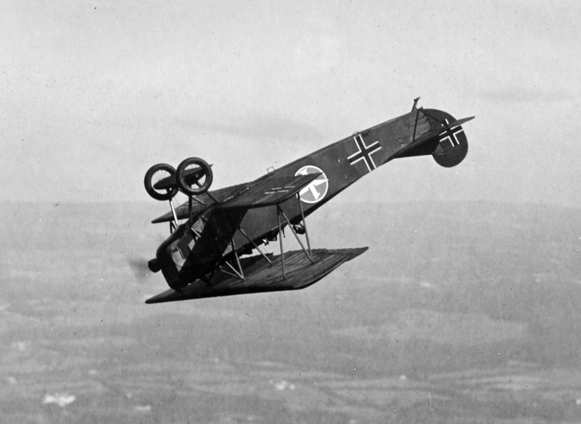 Fokker_D.VII_fighter_flying_a_looping_c1919