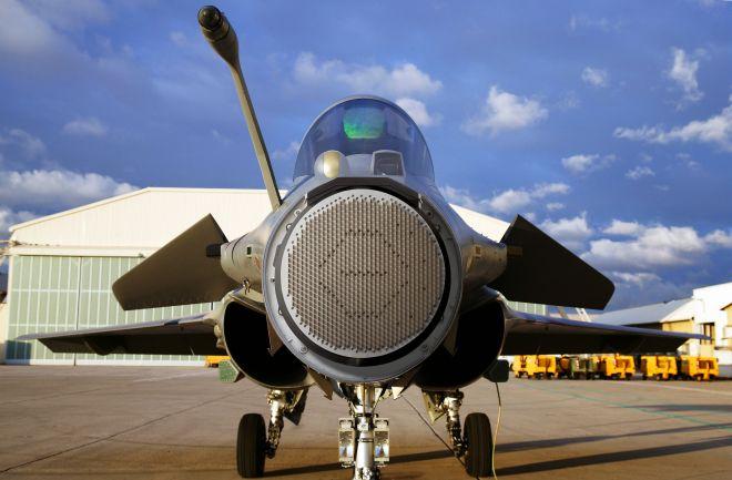 THALES / Ecrans du cockpit du Rafale, à Dassault Aviation (HM1) sur la base aérienne d'Istres, le 11/12/2008.