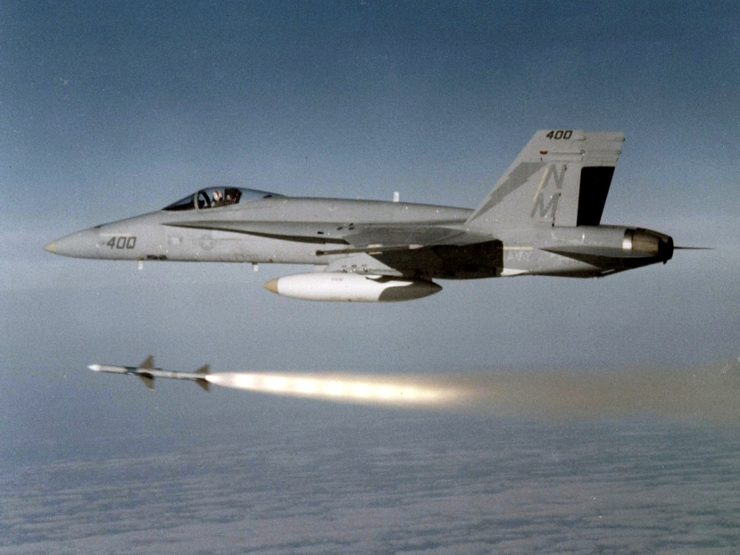 F-18A_Hornet_of_VFA-161_launches_AIM-7_Sparrow_c1987