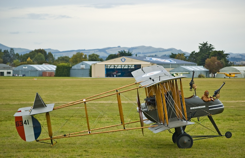 FE2B,_Masterton,_New_Zealand,_25_April_2009_05