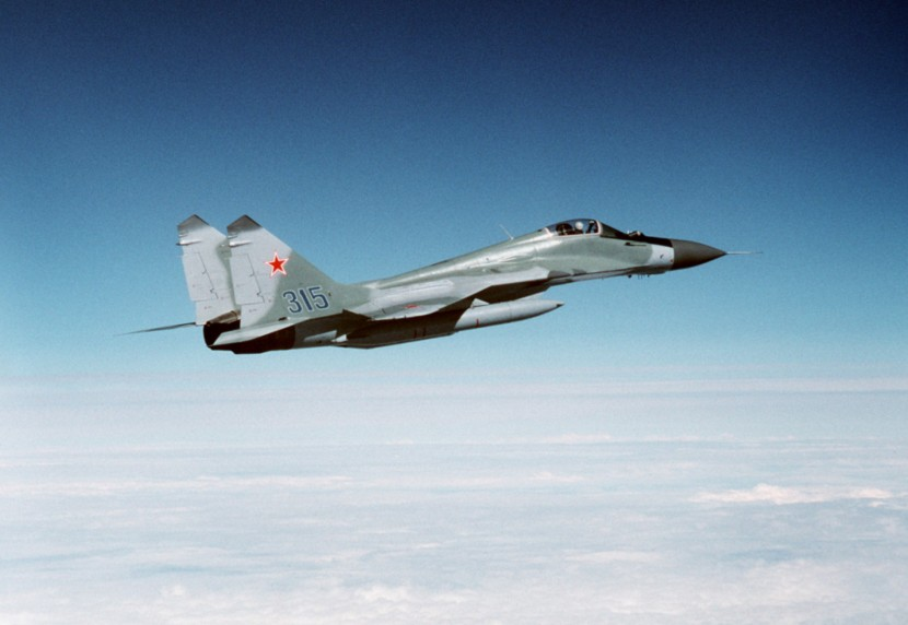 Soviet_MiG-29_over_Alaska_1989_side_view