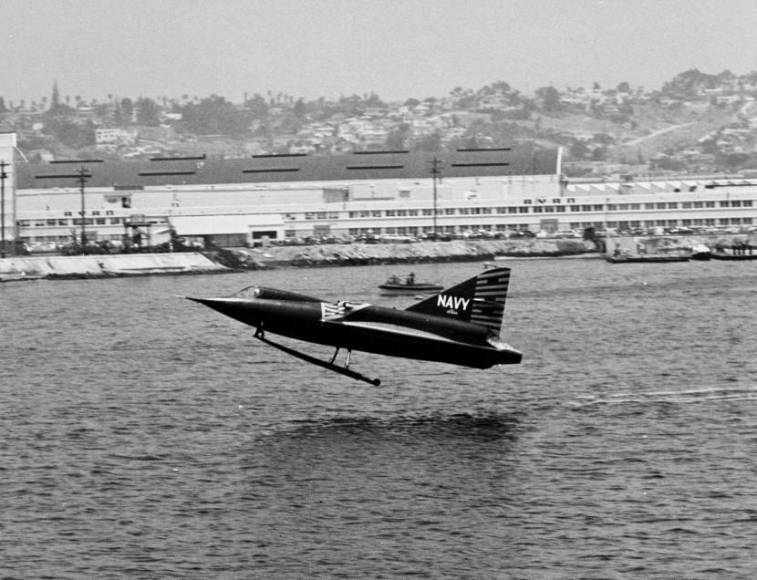 Convair_XF2Y-1_Sea_Dart_taking_off_c1954