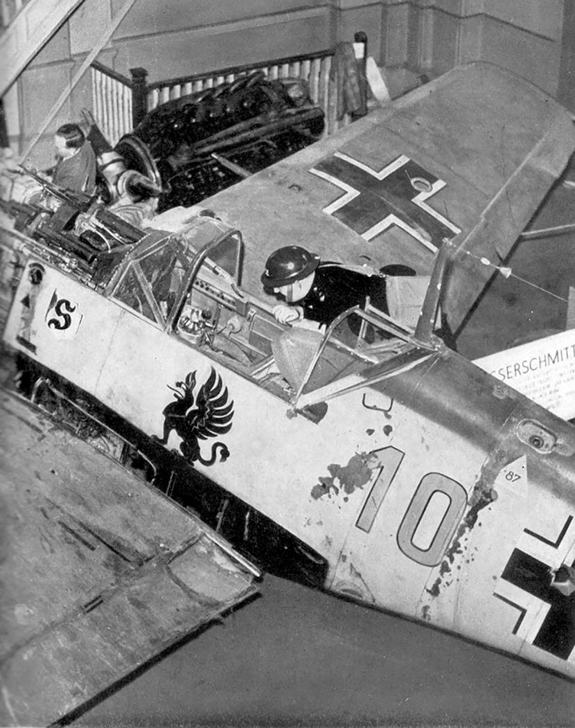 Messerschmitt-Bf-109E3-9.JG26-(Y10+I)-Wilhelm-Fronhofer-WNr-1184-on-public-display-01