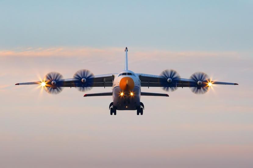 Antonov_An-70_in_2009_(2)