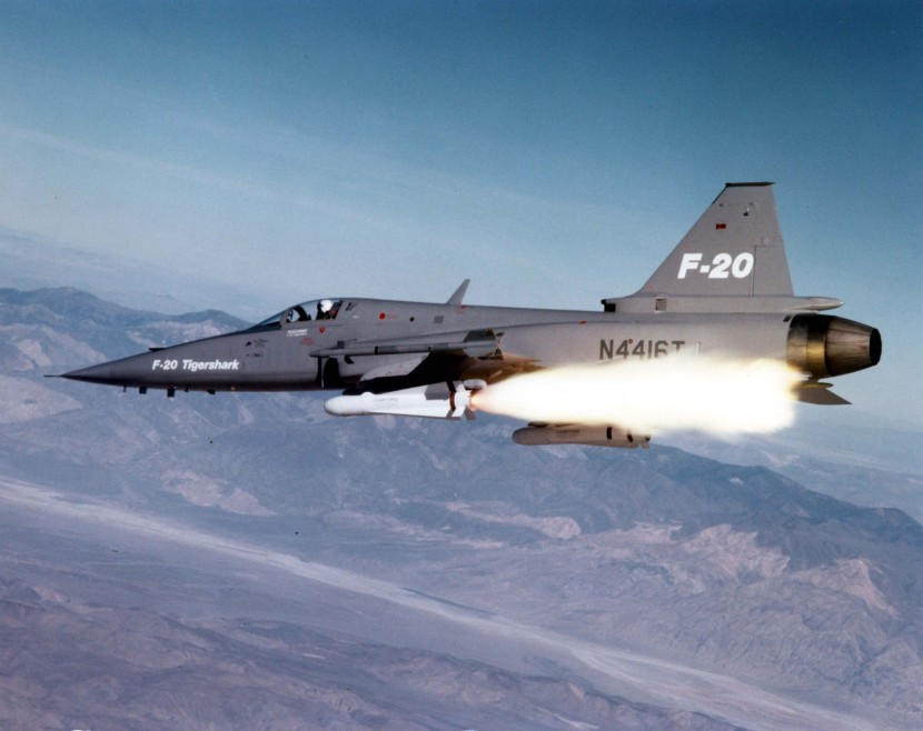 F-20_Tigershark_launching_AGM-65_Maverick