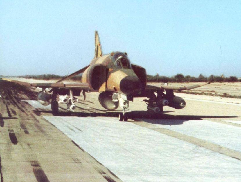Iranian_F-4E_Phantom_II_armed_with_AGM-65_Maverick