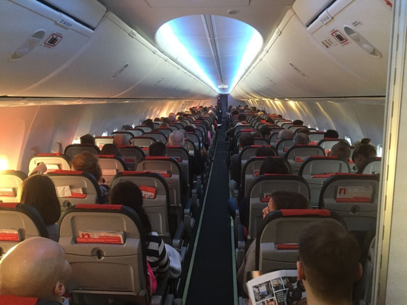 Norwegian_Boeing_737-800_cabin_Sky_Interior.JPG