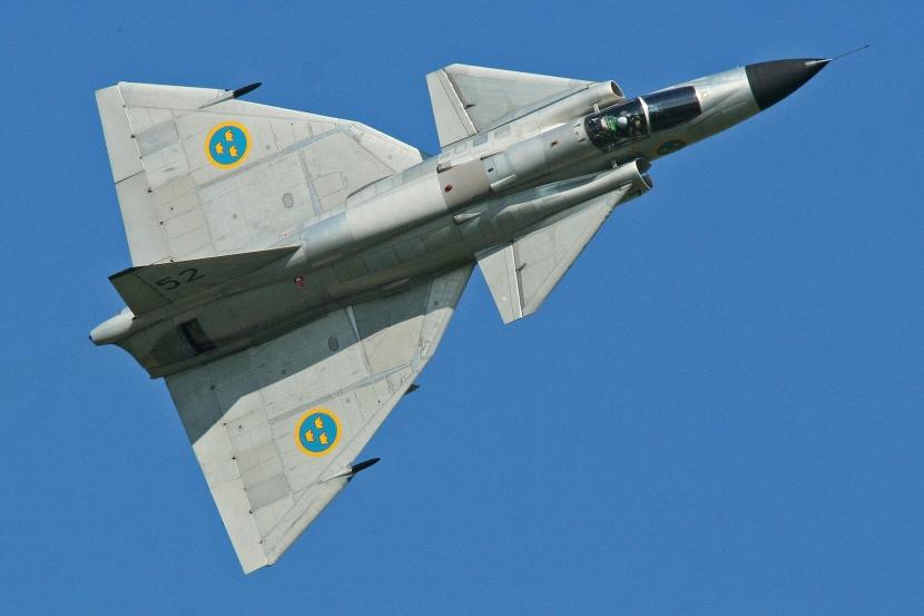 Saab_AJS-37_Viggen_37098_52_(SE-DXN)_(9256079273).jpg