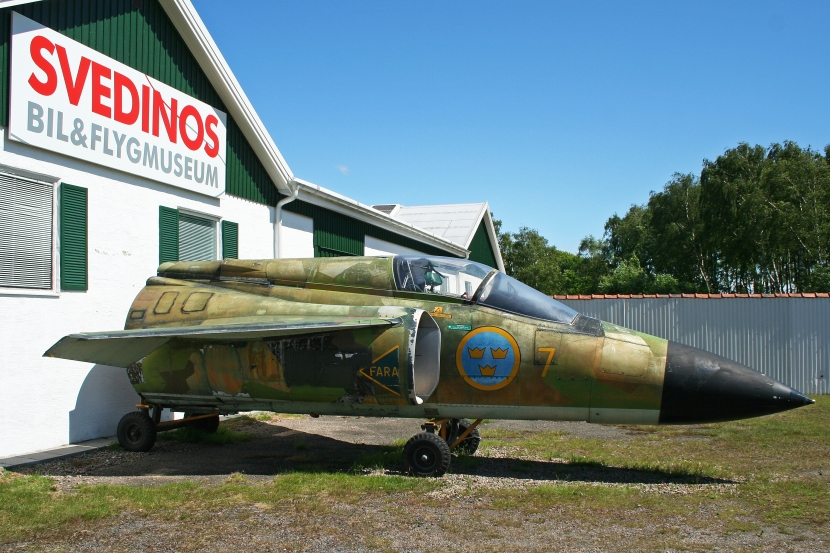 Saab_Viggen_nose_(ID_unknown)_(7617810916).jpg