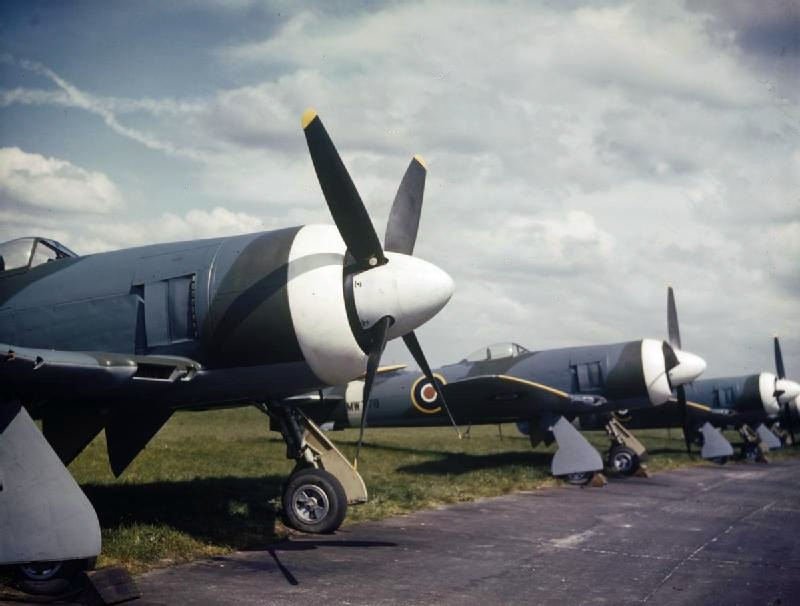 Hawker_Tempest_II_at_Hawker_plant_c1945.jpg