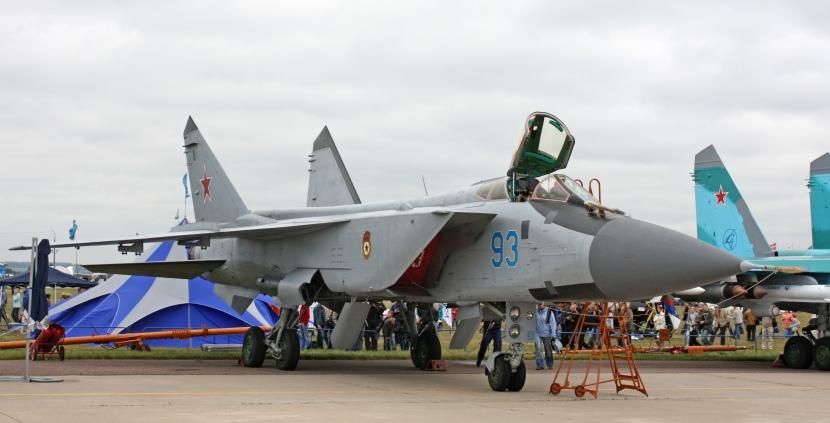 MiG-31BM_on_the_MAKS-2009_(01).jpg