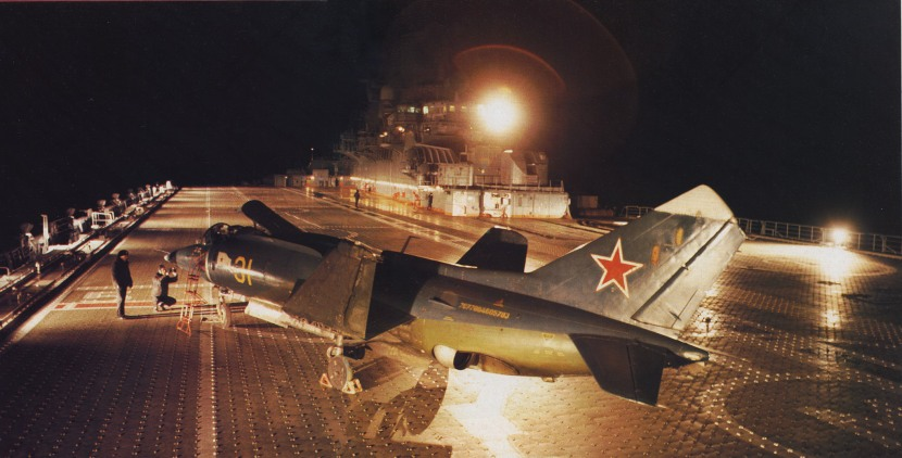 20090915141759!Yak-38_on_Novorossijsk_deck.jpg