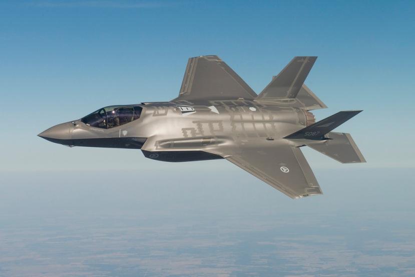 RNoAF-F-35-maneuvering.jpg