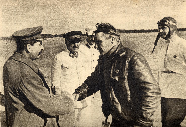Chkalov,_Stalin_and_Belyakov._August_10,_1936.jpg