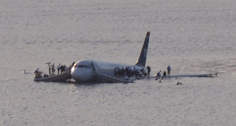 Plane_crash_into_Hudson_River_(crop).jpg