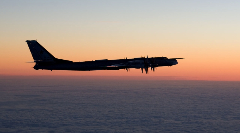 Tupolev-Tu-95-night.jpg
