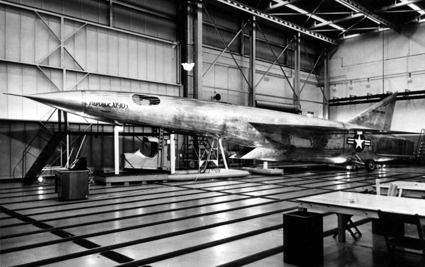 Republic_XF-103_mock-up.jpg