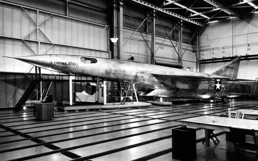 Republic_XF-103_mock-up.jpg