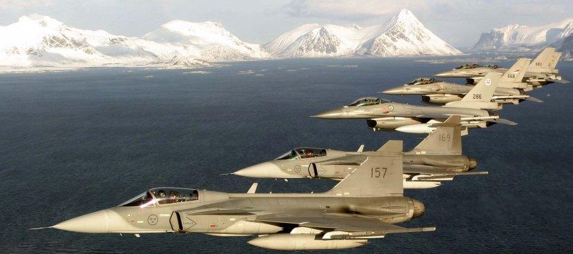 Gripen-e-F16-em-formação-foto-Saab.jpg