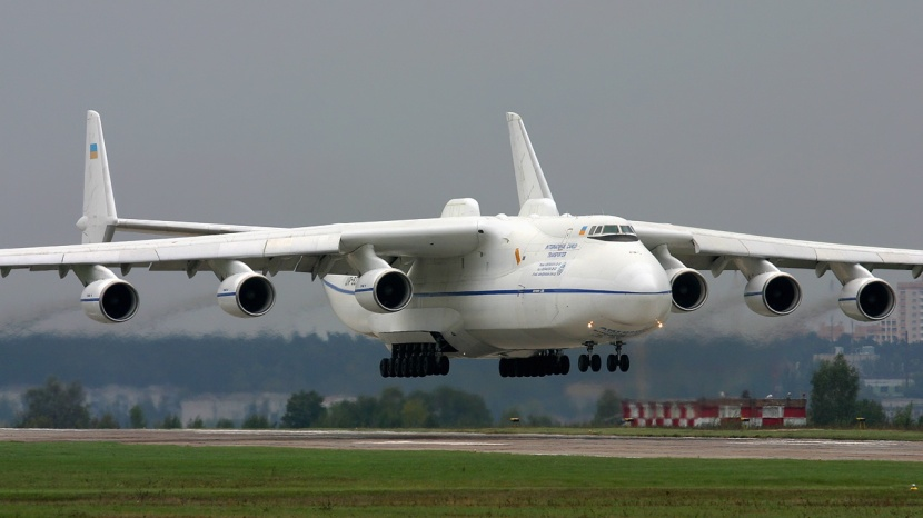 antonov-an225-low-level-flight.jpg