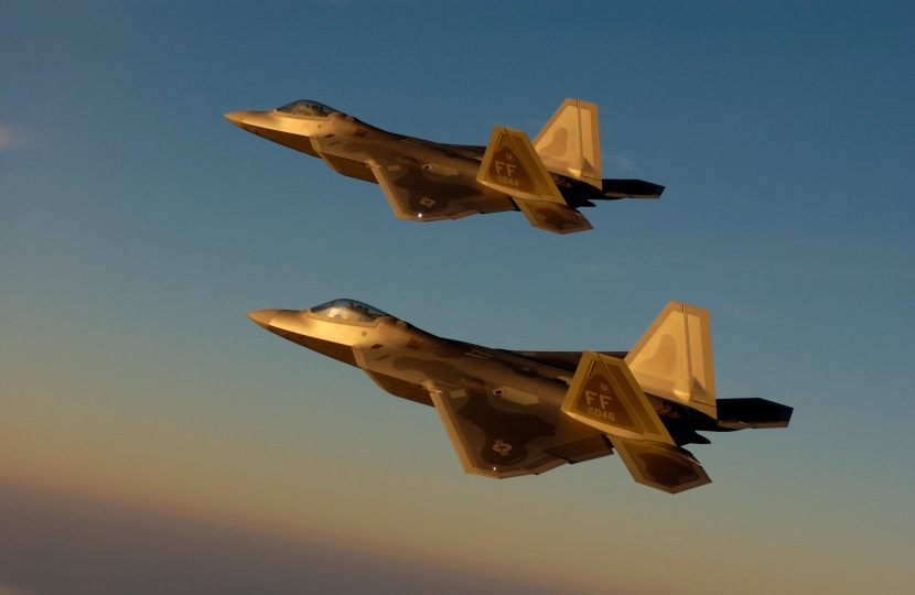F-22_-_Golden_Formation.jpg