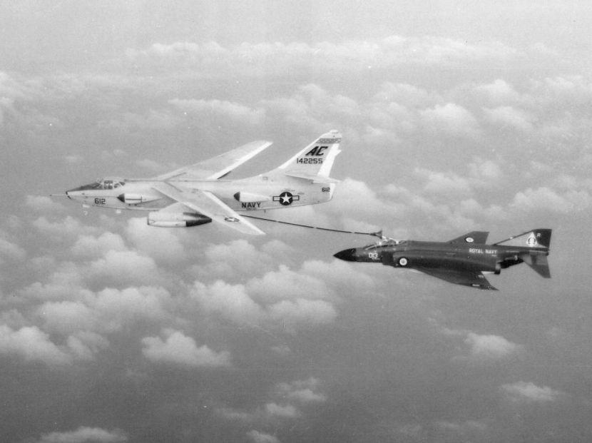 1280px-EKA-3B_Skywarrior_of_VAH-10_refuels_892_NAS_Phantom_FG.1_c1969