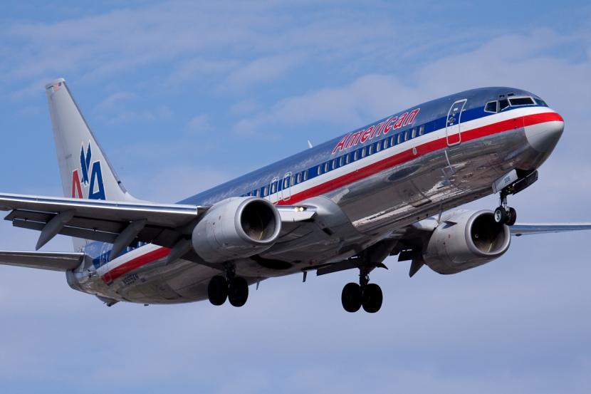 American.Airlines.Boeing.737-800.YUL.2009.jpg