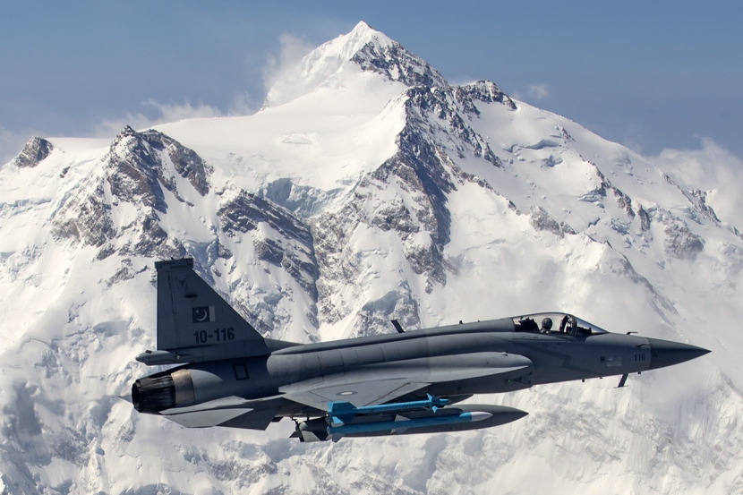 Pakistan_Air_Force_JF-17_Thunder_flies_in_front_of_the_26,660_ft_high_Nanga_Parbat.jpg