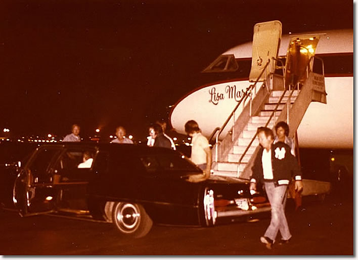 elvis-leaving-lisa-marie-plane-76