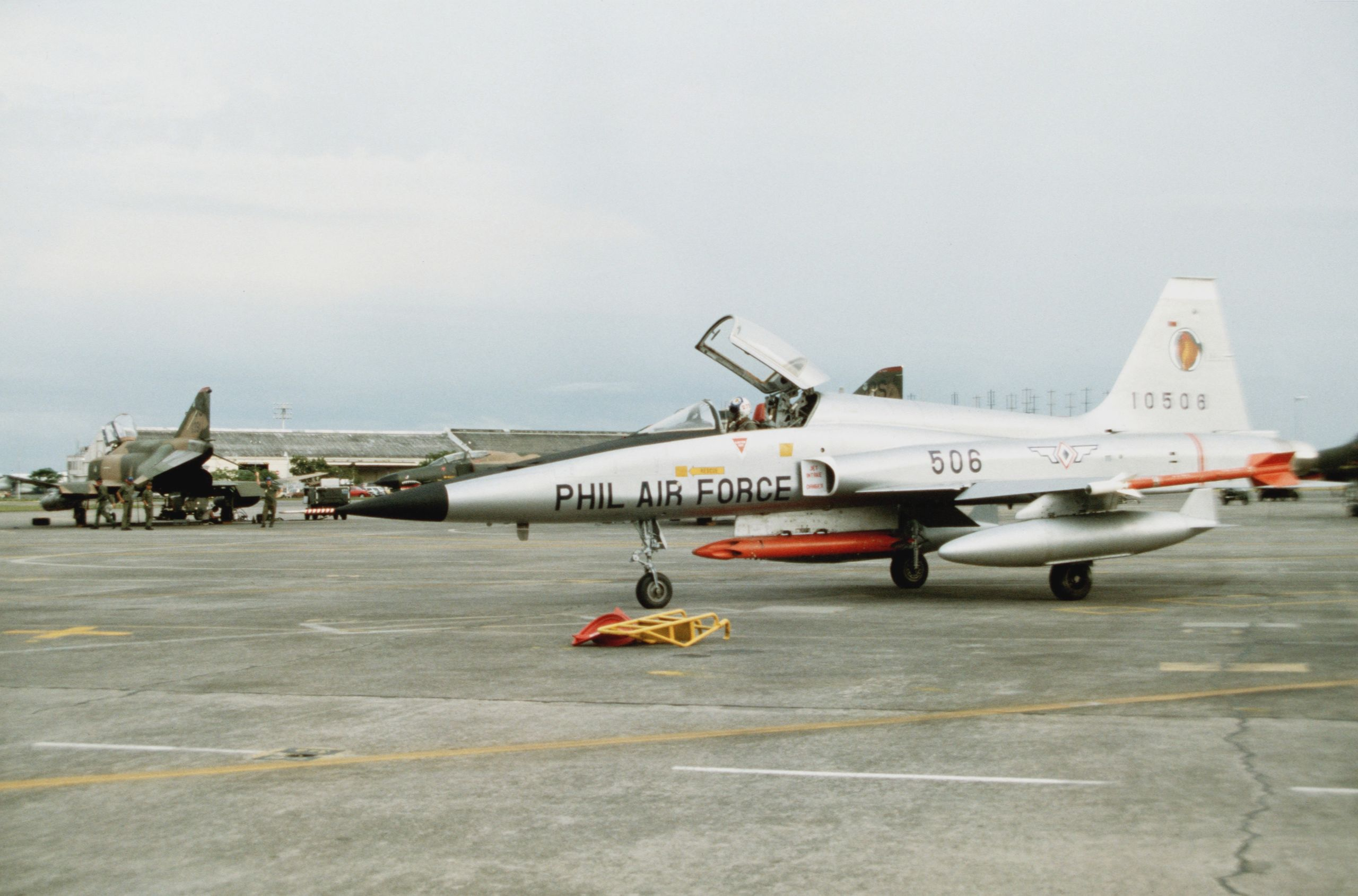 F-5E_Philippine_AF_at_Clark_AB_1982.JPEG.jpg