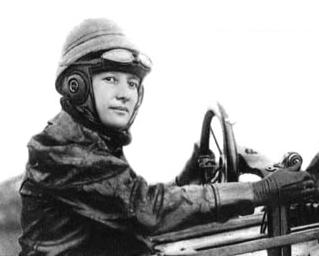 Marie_Marvingt_in_Deperdussin_aeroplane_1912
