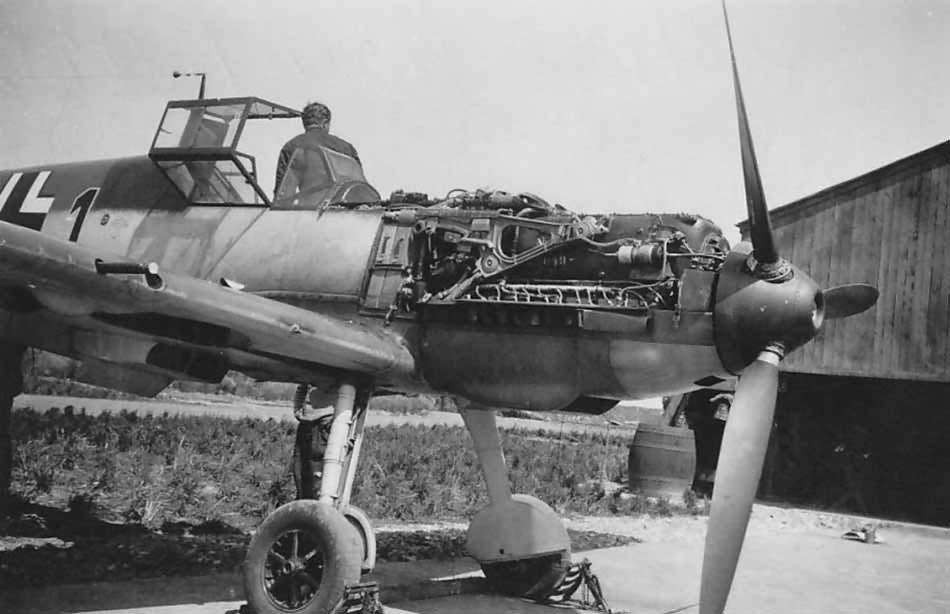 Bf_109_E_black_1_of_5.JG_51_pilot_Hptm_Horst_Tietzen_Spring_1940