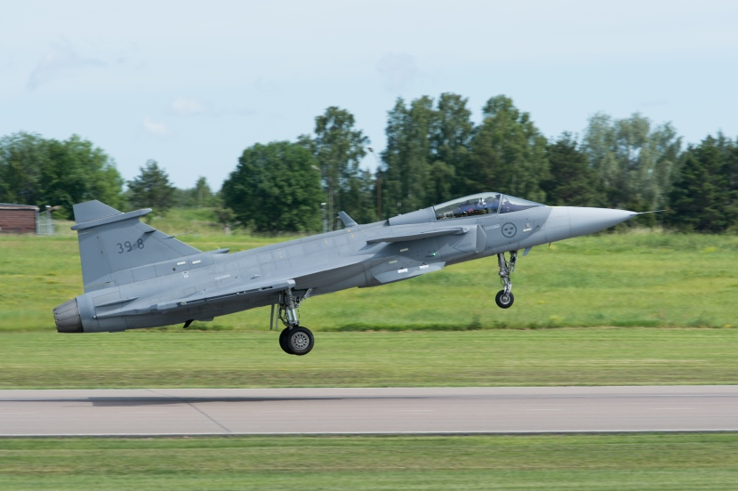 Gripen_E_First_Flight-90662.jpg