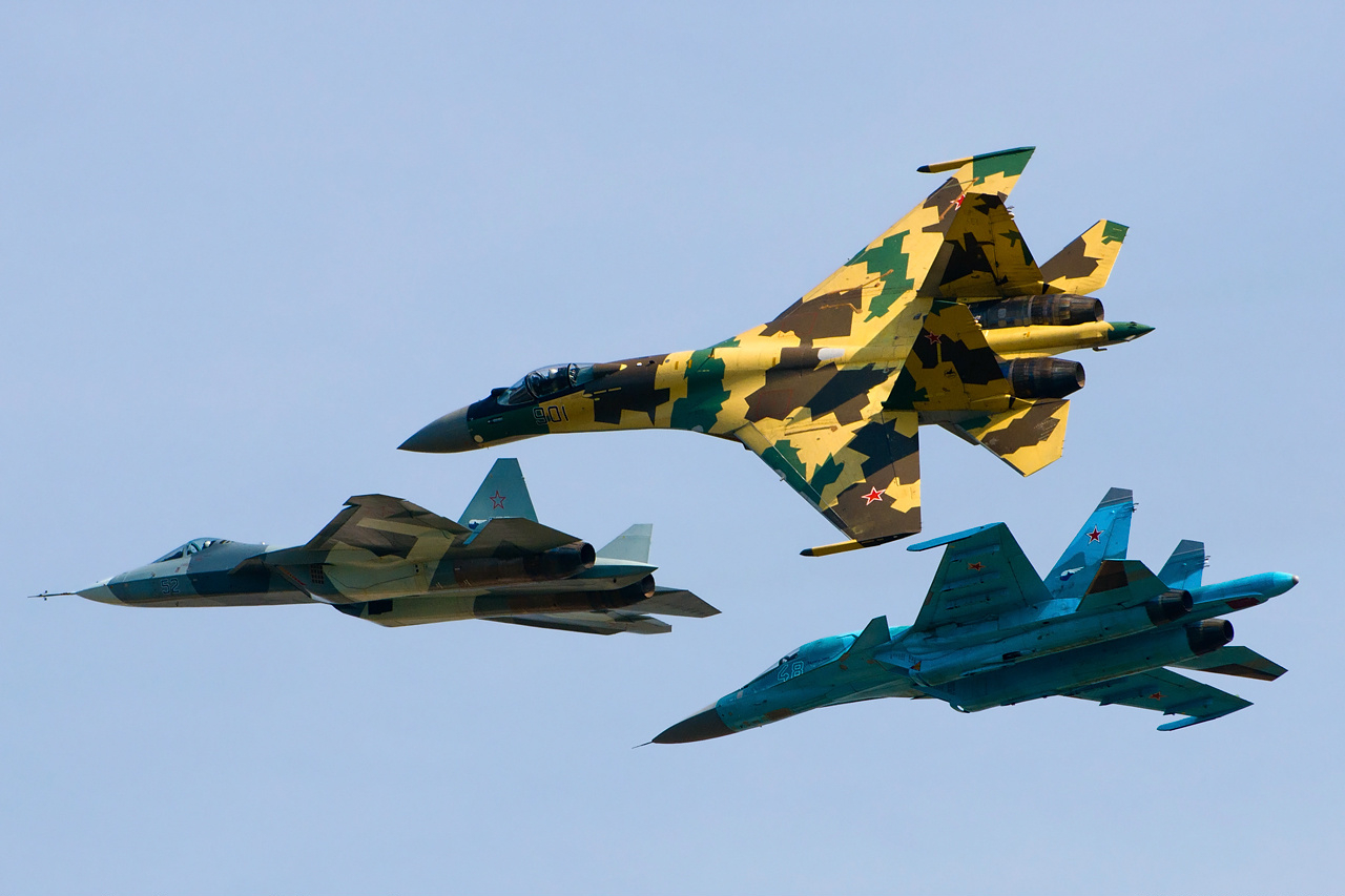 Sukhoi_Su-35S,_Su-34_and_T-50_flying_together.jpg