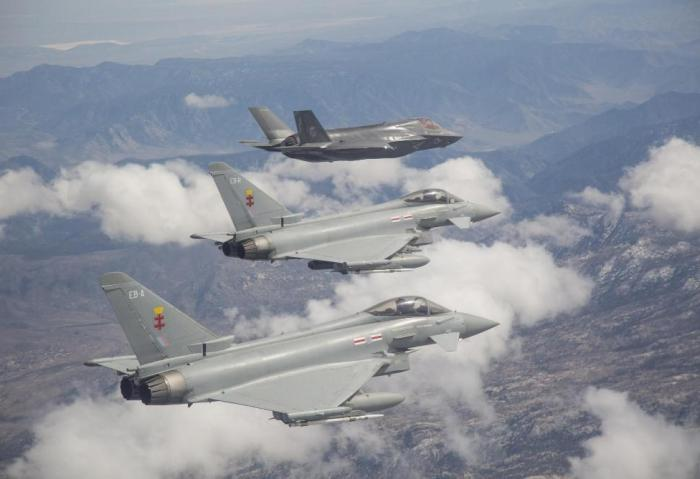f-35_flies_with_two_typhoons_(700x510)__main