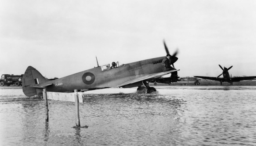 Spitfire_PR_Mk_XI_PL883_400_RCAF_B78_Eindhoven.jpg