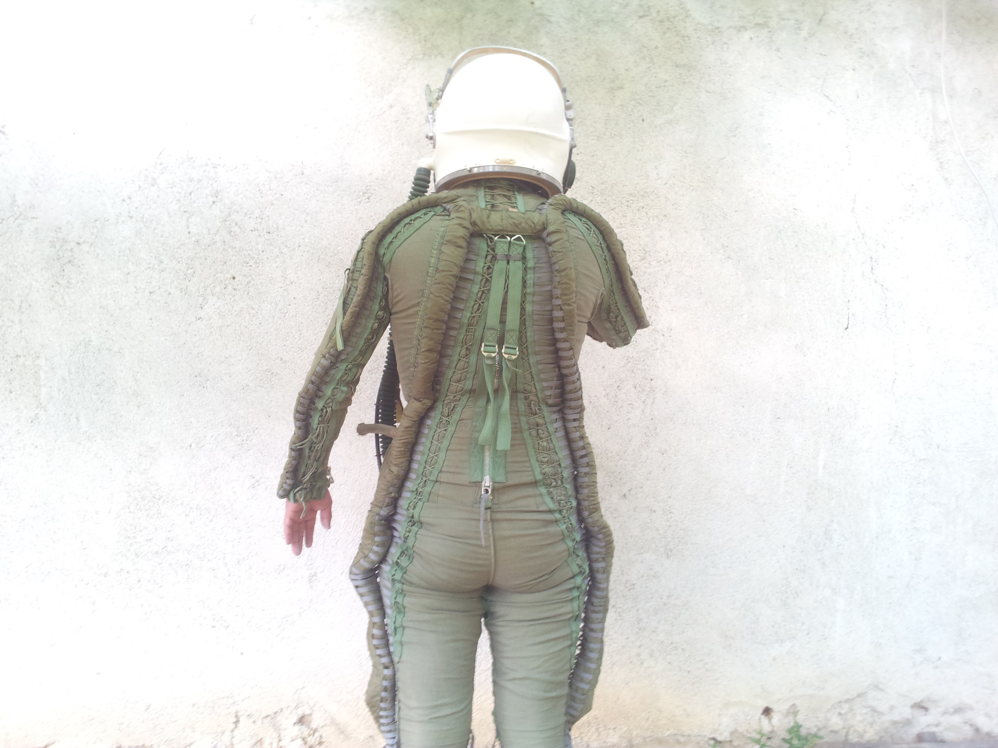 Flight pilot Helmet Pressure suit Cold War MIG 25 3.jpg