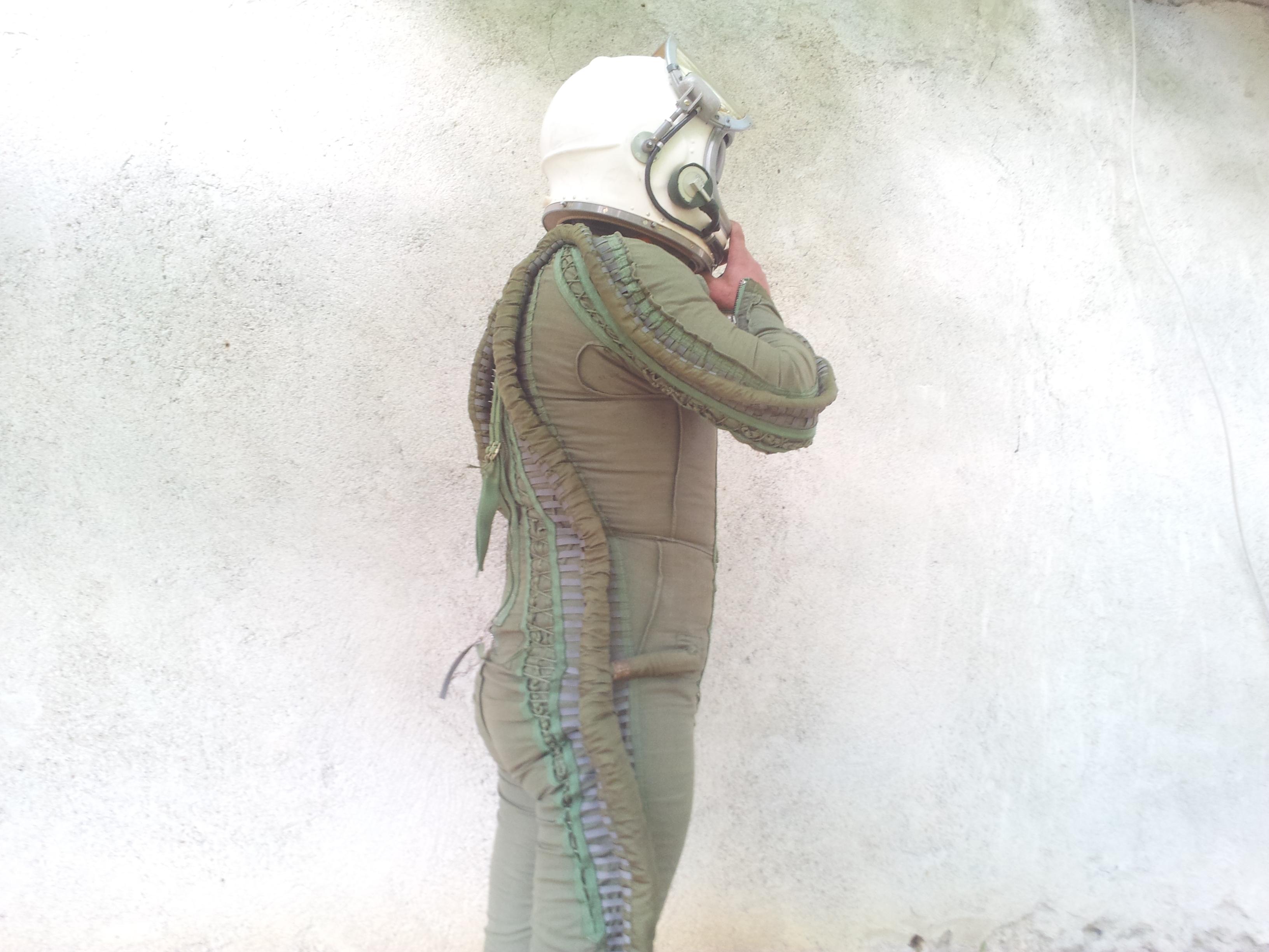Flight pilot Helmet Pressure suit Cold War MIG 25 4.jpg