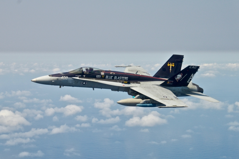 FA-18C_Hornet_of_VFA-34_in_flight_over_the_Pacific_Ocean_on_20_March_2018_(180320-N-ZZ999-0002).jpg
