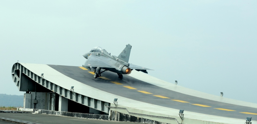 HAL_Tejas_NP-1_takes-off_from_the_Shore_Based_Test_Facility_at_INS_Hansa,_Goa.jpg