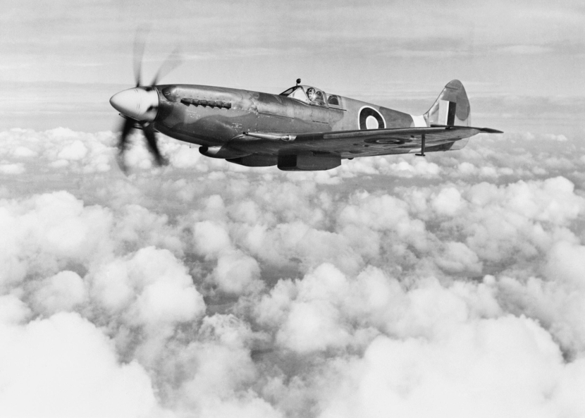 Supermarine_Spitfire_Mk_XIVe_RB140_in_March_1944._This_aircraft_served_operationally_with_Nos._616_and_610_Squadrons,_but_was_destroyed_in_a_landing_accident_at_Lympne_on_30_October_1944._E(MOS)1348.jpg