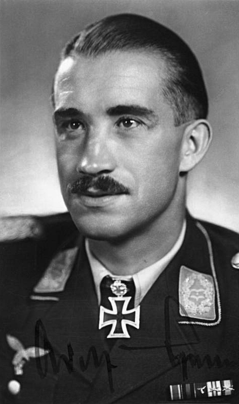 Oberst Galland [Postkarte mit gedruckter Unterschrift]