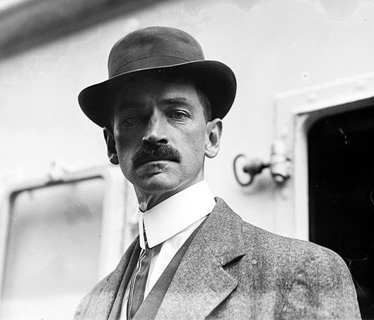 Glenn H Curtiss