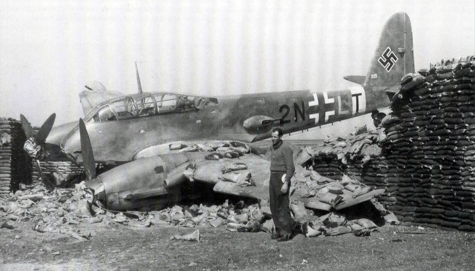 12 messerschmitt me 210 crash landed sandbox mediterrania luftwaffe plane aircraft 2.jpg